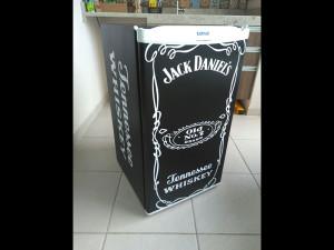 frigobar-envelopamento-jack-daniels-preto-paidosadesivos