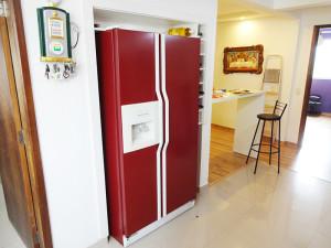 geladeira-envelopada-vermelho-paidosadesivos
