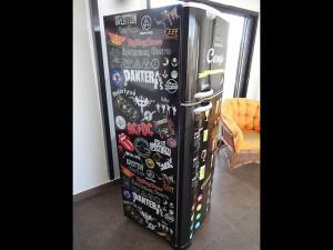 geladeira-envelopamento-rockecerveja-paidosadesivos