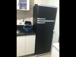 geladeira-envelopamentopretofosco-paidosadesivos