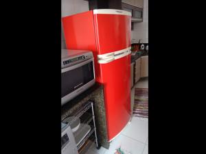 geladeira-vermelha-paidosadesivos