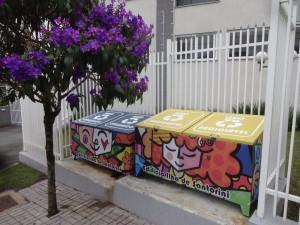 envelopamento-lixeira-condominio-paidosadesivos